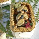 Terrina de hígado de ave con arándanos y grosellas en molde de madera