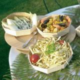 Preparaciones frescas y exóticas en platos de madera