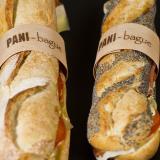 Baguette y bocadillo de semillas con anillo de madera personalizado